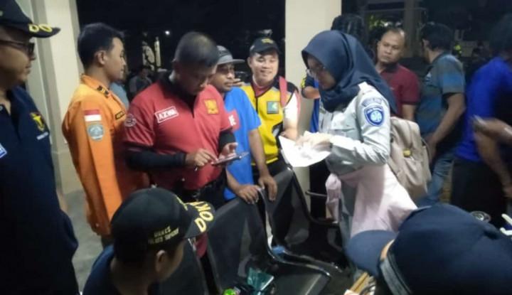 Jasa Raharja Serahkan Rp150 Juta bagi Korban Kebakaran KM Santika Nusantara - Warta Ekonomi