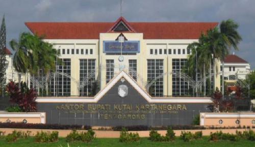 Foto Menyimak Profil Kabupaten Kutai Kartanegara