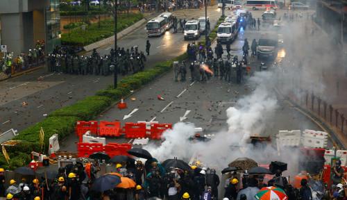 Foto Hong Kong Membara, Pendemo Sudah Merangsek ke Bandara