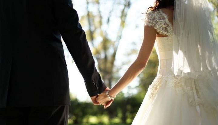 Unik, Pasangan Pengantin Ini Kasih Souvenir Pernikahan Peralatan P3K - Warta Ekonomi