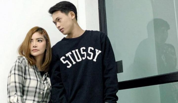 Irfan Sbaztian dan Irma Darmawangsa Putus karena Billy Syahputra, Penyebabnya. . . - Warta Ekonomi