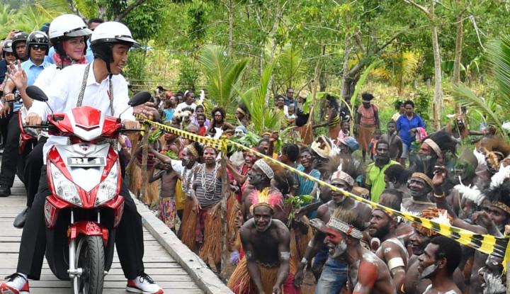 Pemuda Papua Kasih Pujian ke Jokowi: Bawa Kemajuan di Bumi Cendrawasih