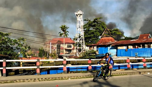 Foto Tiga Gedung Terbakar Akibat Rusuh di Jayapura