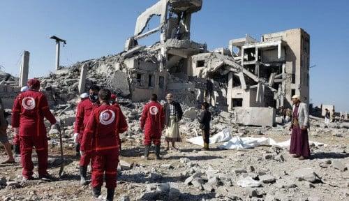 Foto Rudal Pimpinan Arab Saudi Serang Yaman, Ratusan Orang Tewas