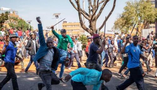 Foto Demonstran Negara Afrika Ini Ramai-ramai Tolak Pusat Tes Virus Corona