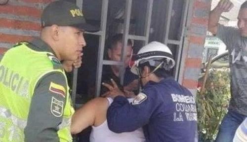 Foto Kepala Wanita di Kolombia Terjepit Diantara Jeruji Besi, Tim Pemadam Kebakaran Dikerahkan