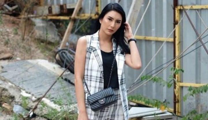 OOTD Artis Pakai Baju Flanel, Tyas Mirasih hingga Jessica Iskandar - Warta Ekonomi