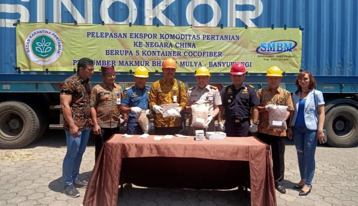 kementan lepas ekspor 95 ton serabut kelapa banyuwangi ke tiongkok