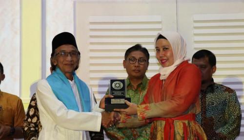 Foto Humas Indonesia Ganjar Tugu Insurance dengan 2 Penghargaan