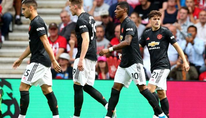 Terus Terpuruk, Fellaini Bilang Man United Doyan Gonta-Ganti Pelatih - Warta Ekonomi