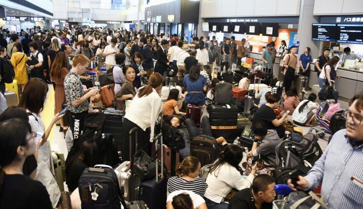 Topan Faxai Terjang Tokyo, Transportasi Lumpuh Penumpang Telantar - Warta Ekonomi