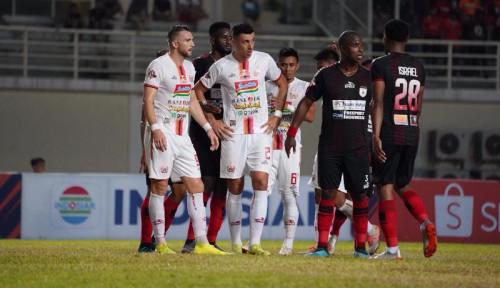 Foto Penghormatan Terakhir untuk BJ Habibie Sebelum Laga Peripura vs Persija Jakarta