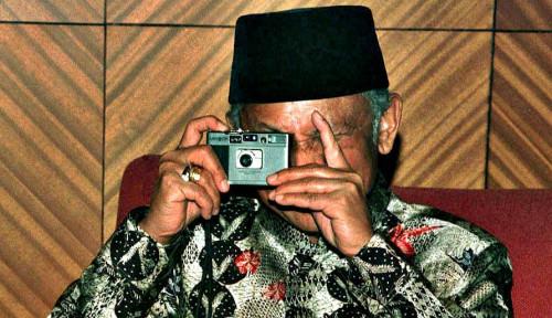 Foto Mengenang Kembali BJ Habibie Melalui AR