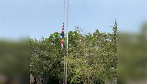 Foto Ikut Berduka Wafatnya Habibie, Kedubes Inggris Kibarkan Bendera Setengah Tiang