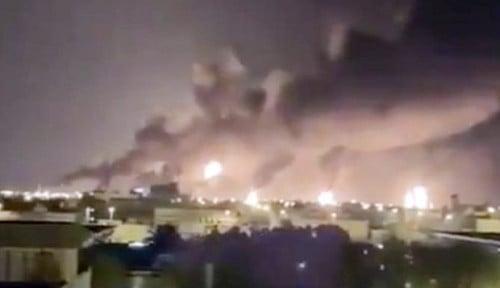 Foto Saudi Tembak Jatuh Rudal Balistik yang Ditembakkan Yaman