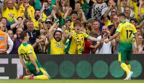 Foto Tim Papan Bawah Norwich City Taklukkan Manchester City 3-2