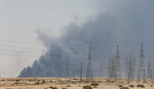 Foto Pascaserangan Kilang Minyak, Saudi Segera Gandeng Para Pakar Internasional