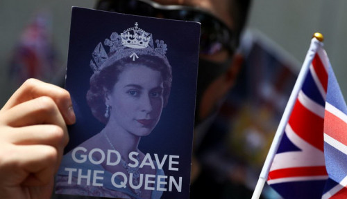 "Foto Demonstrasi di Konsulat Inggris, Massa Hong Kong Nyanyikan Lagu ""God Save The Queen"""