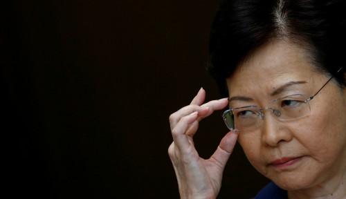 Foto Pidatonya Ditangguhkan, Carrie Lam Diminta Mundur dan Berhenti Menjabat