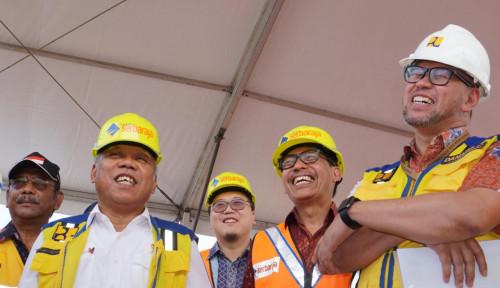 Foto Basuki Tinjau Progres Jalan Tol Serbaraja