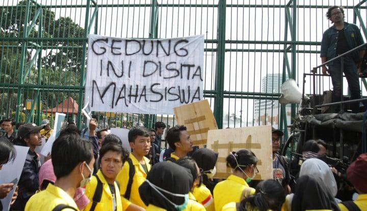Foto Mahasiswa Serukan Kepung DPR, Demokrat: Besok Juga Sudah Sepi, Mahasiswa Era Gadget!!