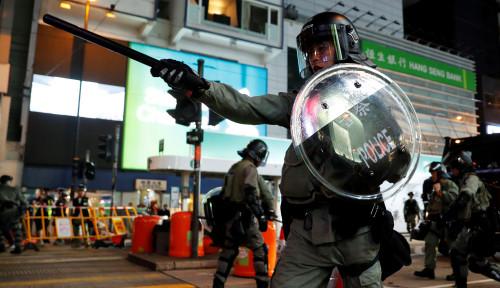 Foto Pedemo Hong Kong Dilaporkan Tertembak Peluru Tajam Polisi