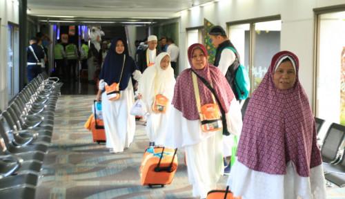 Foto Larangan Umrah Bikin Agen Travel Babak Belur