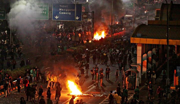 Oknum Polisi Pukul Mahasiswa Saat Demo, Istana Beri Jawaban! - Warta Ekonomi