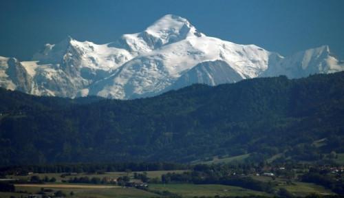 Gletser di Lereng Pegunungan Mont Blanc Terancam Anjlok Karena...