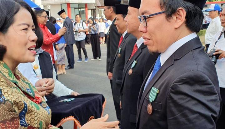 Presiden Bukalapak Dianugerahi Satyalancana Wira Karya - Warta Ekonomi
