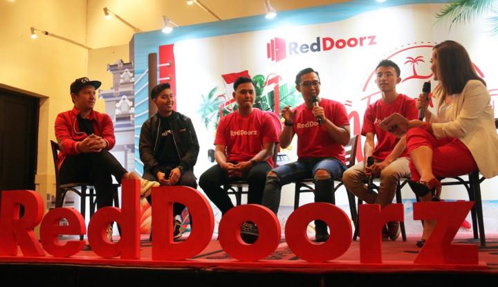 Beruntungnya 3 Orang Ini Plesiran Gratis ke Penjuru Indonesia - Warta Ekonomi