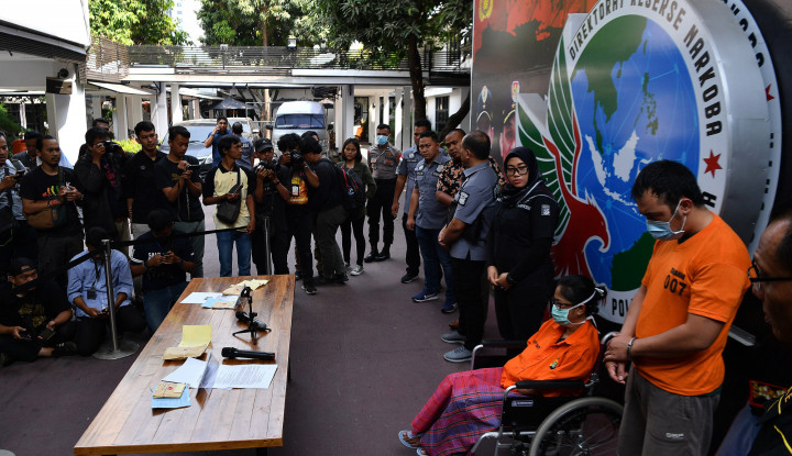 Diduga Edarkan Sabu, Sri Bintang Pamungkas Menyaksikan Langsung saat Puterinya Ditangkap Polisi - Warta Ekonomi