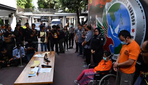 Foto Diduga Edarkan Sabu, Sri Bintang Pamungkas Menyaksikan Langsung saat Puterinya Ditangkap Polisi