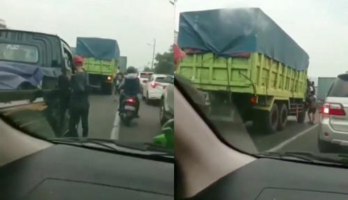 Viral Video 2 Orang Pria Lempar Batu ke Mobil Berisi Balita