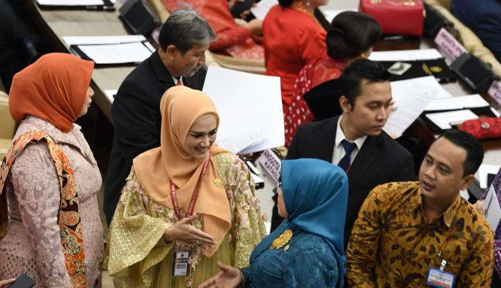 Hasil gambar untuk Ditanya UU KPK, Mulan Jameela: Pokoknya Menolak!