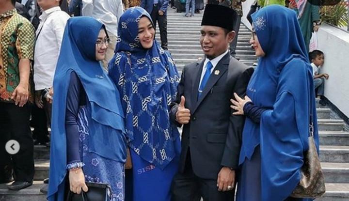 Viral, Anggota DPR Ini Gandeng 3 Istri Cantik - Warta Ekonomi