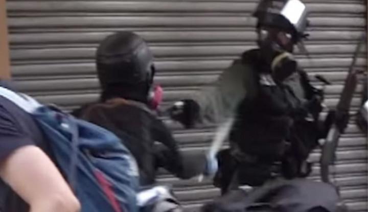 Remaja yang Ditembak Polisi Hong Kong Jadi Terdakwa Kerusuhan - Warta Ekonomi