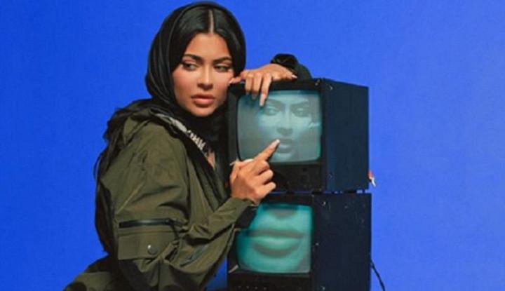 Artis Kyle Jenner Berhijab Tanpa Pakai Celana Tuai Kecaman Warganet