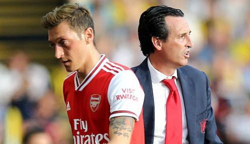 Foto Di Ujung Tanduk, Unai Emery Sadar Posisinya di Arsenal