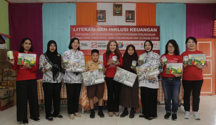 Asuransi Sinar Mas Berikan Literasi Keuangan bagi Petani serta Pelajar di Kalimantan Barat - Warta Ekonomi
