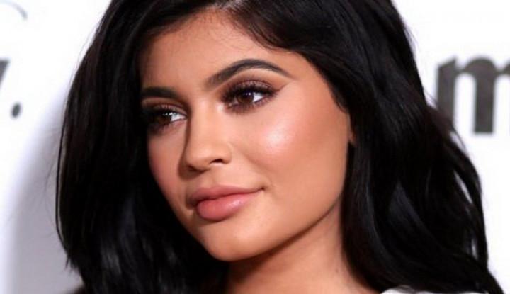 Dicibir Soal Pamer Mobil, Kylie Jenner Hapus Foto di Instagram - Warta Ekonomi