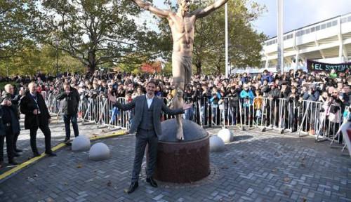 Foto Ancelotti Harap Ibrahimovic 'Pulang Kampung' ke Serie A dan Tak Ragu Gabung Napoli