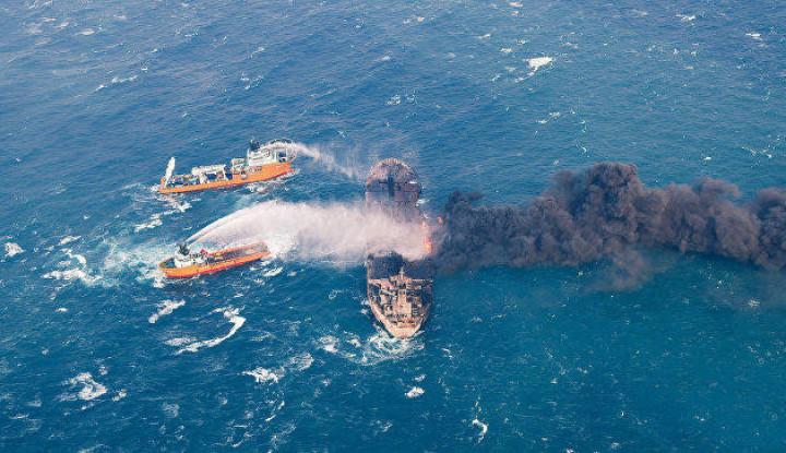 Kapal Tanker Iran Meledak & Terbakar di Dekat Pelabuhan Saudi - Warta Ekonomi