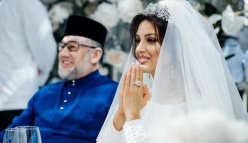Foto Pisah dengan Raja Malaysia, Miss Rusia Jual Cincin Nikah Seharga Rp3,6 miliar