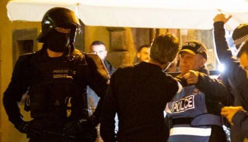 Foto Inggris Tumbang 1-2 dari Ceko, Suporter Bentrok dengan Polisi