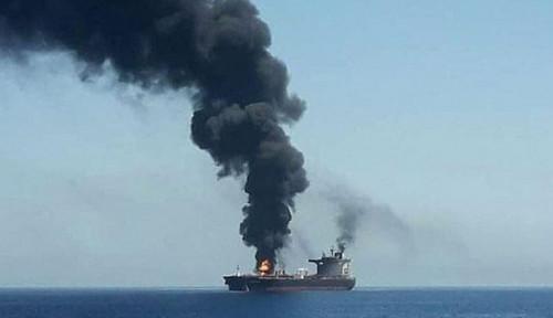 Waduh, Kapal Tanker MT Ketaling Milik Pertamina Terbakar