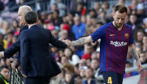 Foto Rakitic: Saya Tak Menyesal Setim dengan Messi, Dia Hebat!