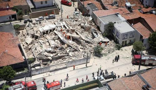 Foto Gedung 7 Lantai di Brasil Runtuh, 1 Orang Tewas dan 10 Hilang
