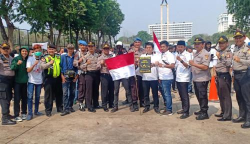 Foto Bukan untuk Demonstrasi, KMPI Serahkan Kotak Hitam Sabuk Nusantara ke Jokowi