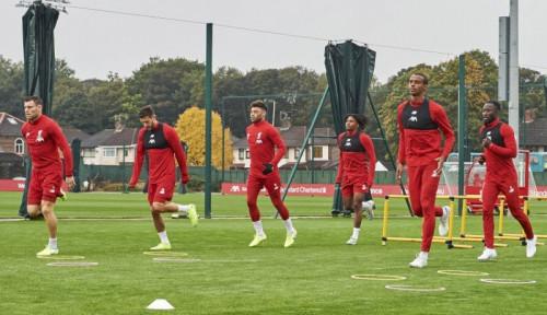Foto Meski Puncaki Klasemen, Liverpool Diminta Waspadai Man United